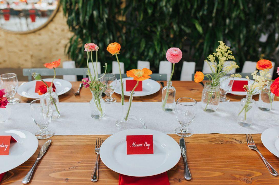 prosta dekoracja stołu weselnego