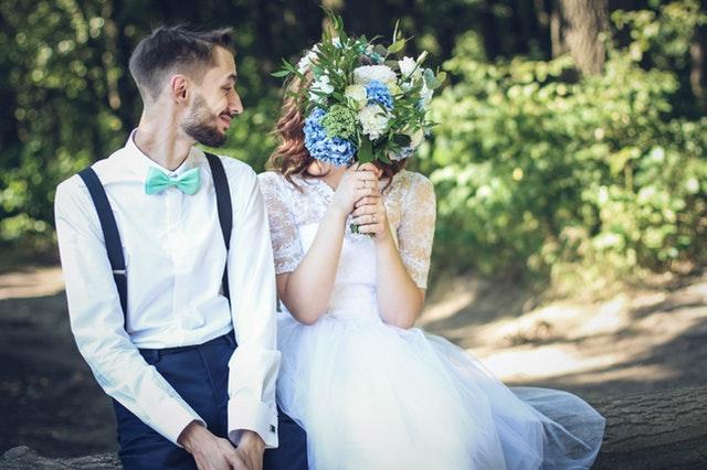zdjęcia ślubne plenerowe, pomysły na ślubną sesję zdjęciową