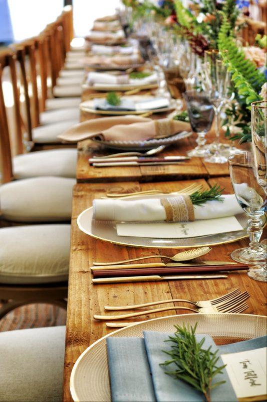 rustykalne ozdoby na stół weselny