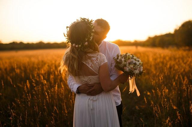 ślub na wsi, wesele w stylu rustykalnym, ślubna sesja fotograficzna