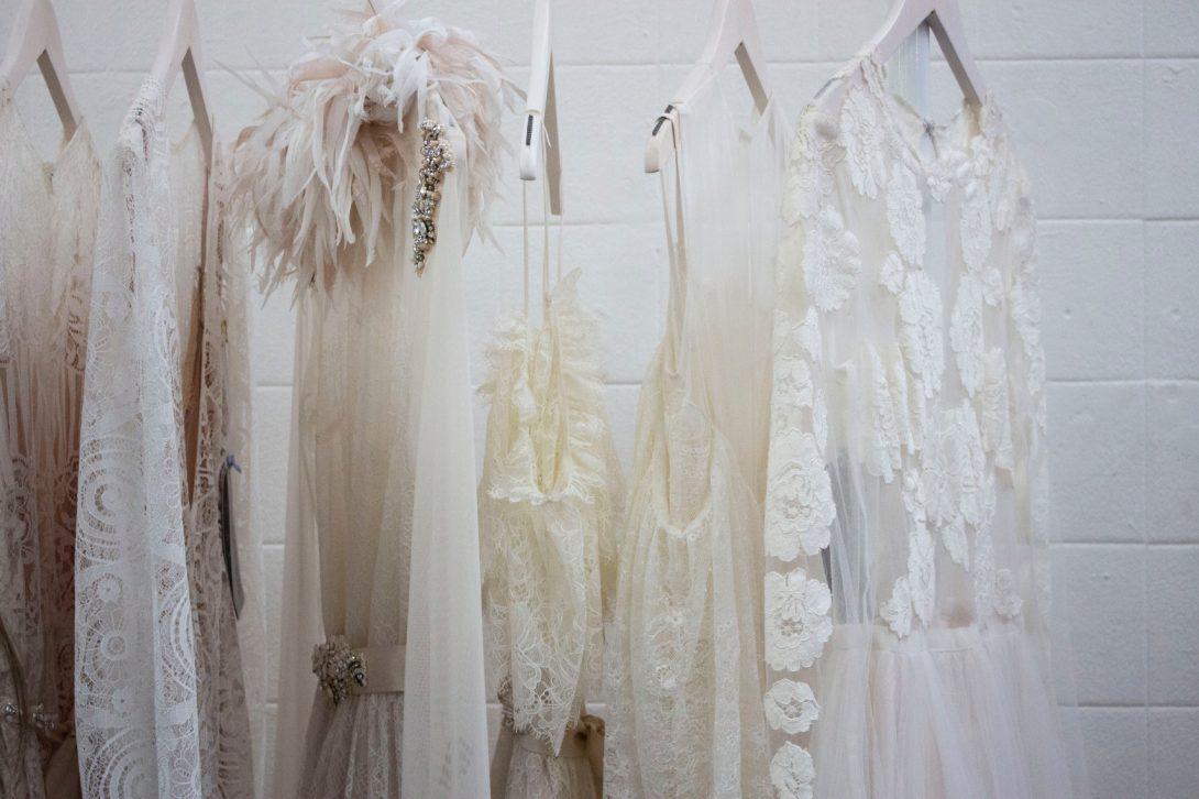 prezentacja sukni ślubnych na targach weselnych