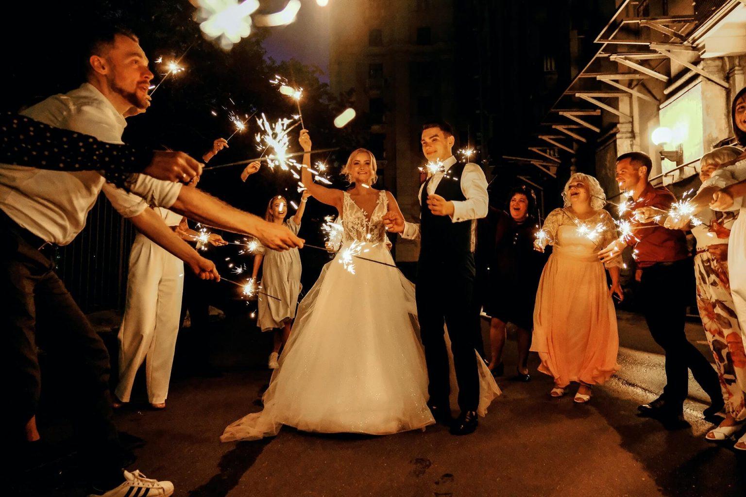 pokaz fajerwerkow na weselu, wesele bez oczepin